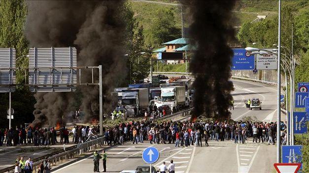 mineros-cortan-autovias-puntos-asturias_tinima20120524_0154_5
