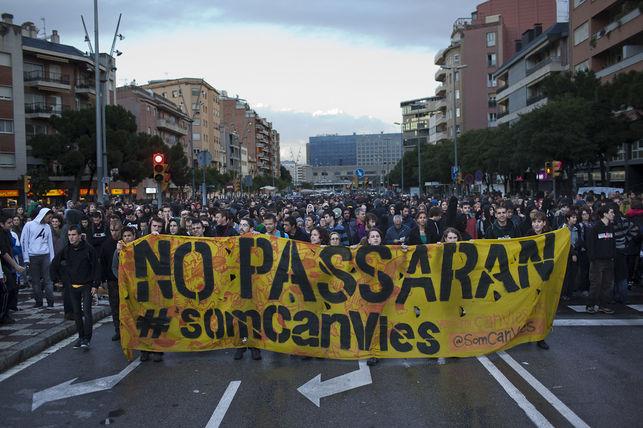 protestes-mossos-sants-enric-catala_ediima20140527_0008_5